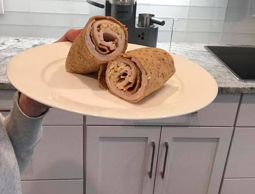 Low Calorie Turkey Wrap that you can make in under 2 minutes!