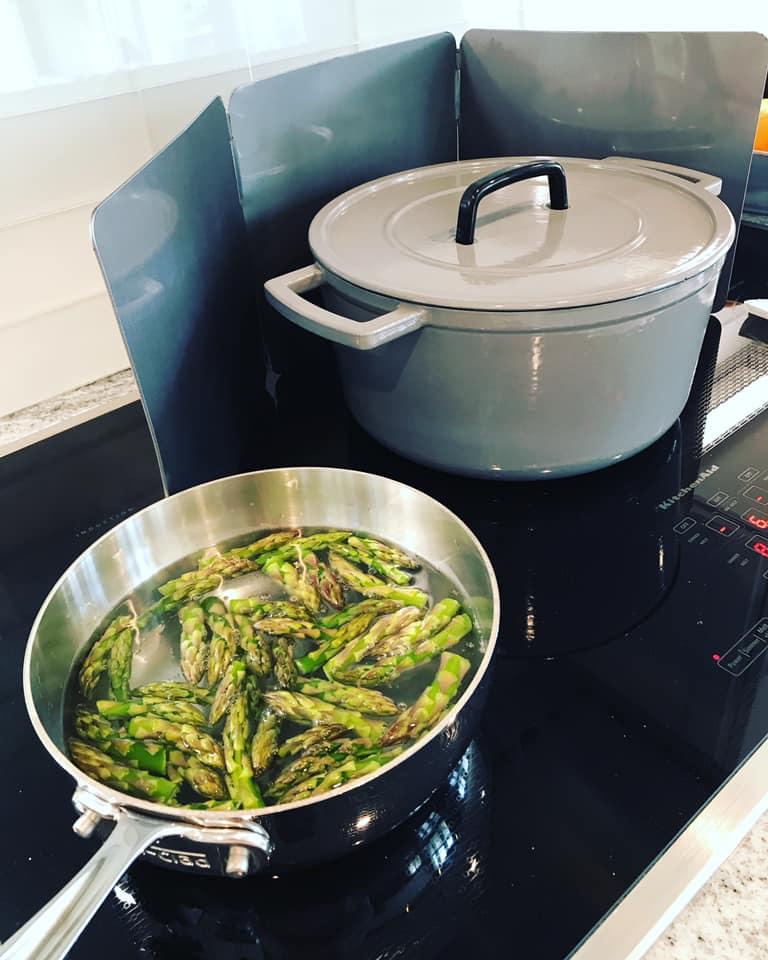 boil asparagus tips